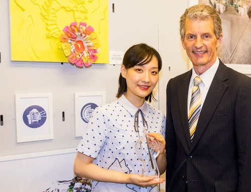 Holly Wang wins the Alumni Award 2017